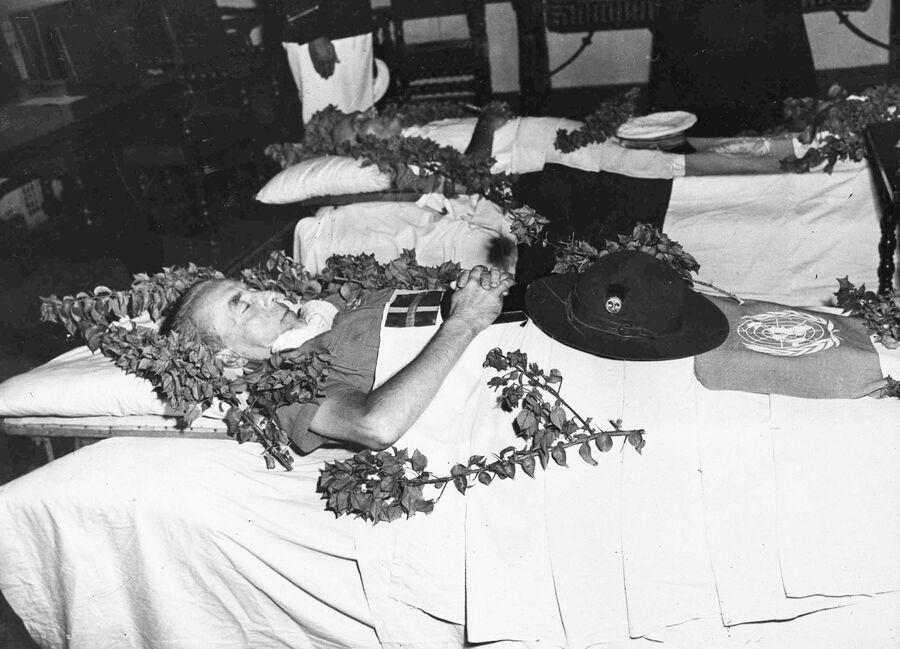 Тело Фолке Бернадота во время церемонии прощания в Иерусалиме. 17 сентября 1948