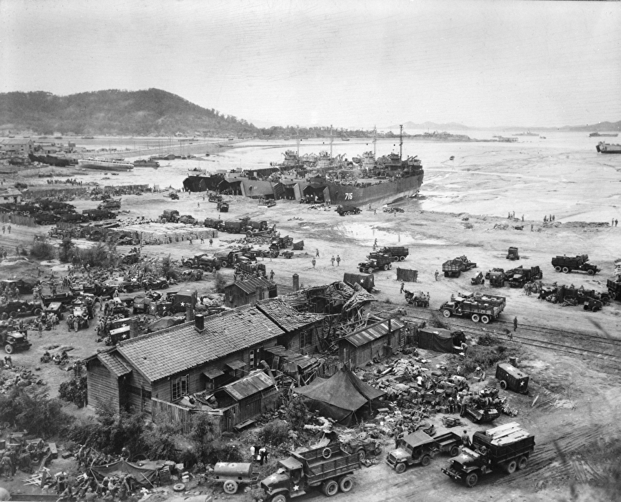 Американские десантные корабли в порту Инчхона. 15 сентября 1950 года