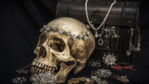 Натюрморт с человеческим черепом, сундуком и ювелирными украшениями