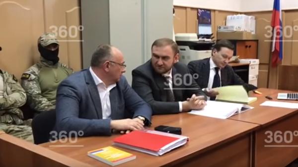 Арестованный сенатор Арашуков в зале суда