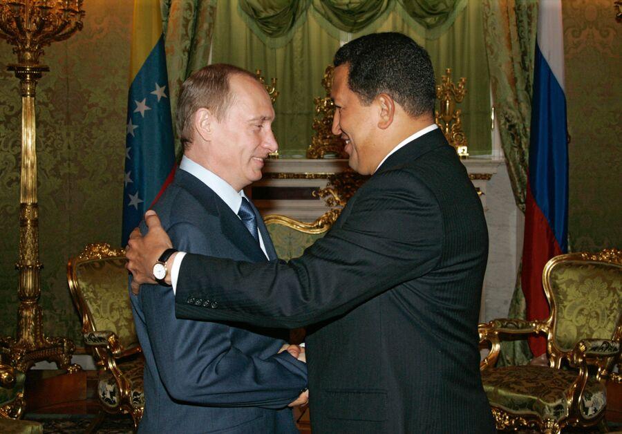 Президент России Владимир Путин и президент Венесуэлы Уго Чавес во время переговоров в Кремле. 27 июля 2006 года