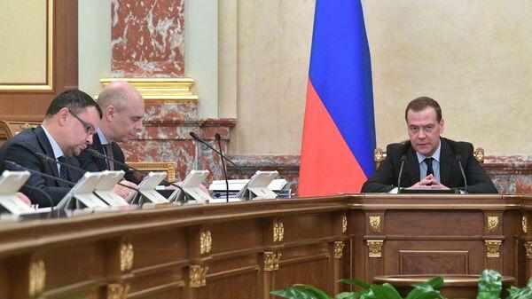 Председатель правительства РФ Дмитрий Медведев проводит совещание с членами кабинета министров РФ. 31 января 2019