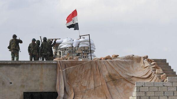 Сирийские военные на позиции в районе Алеппо