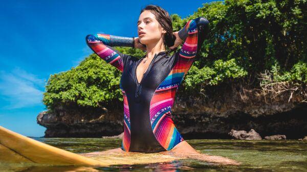 Серфингистка на Бали