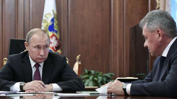 Президент РФ Владимир Путин встретился с главами МИД и Минобороны РФ Сергеем Лавровым и Cергеем Шойгу