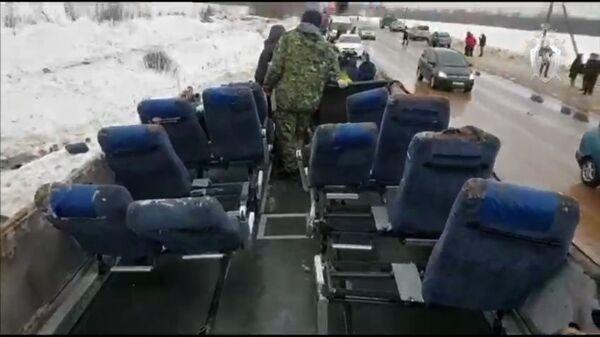 Салон пассажирского автобуса, перевернувшегося на автомобильной дороге в Бабынинском районе Калужской области