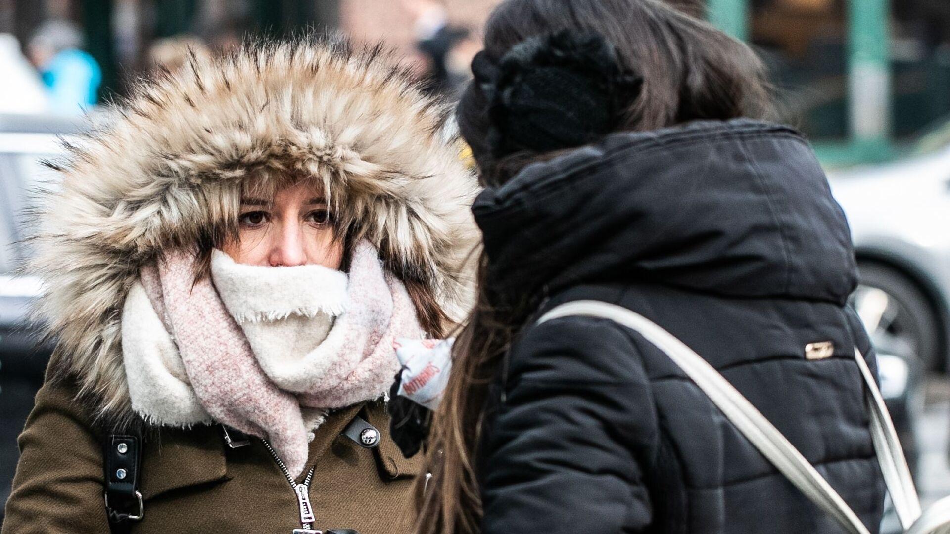 Девушки в холодную погоду на Манхэттене в Нью-Йорке - РИА Новости, 1920, 21.10.2020