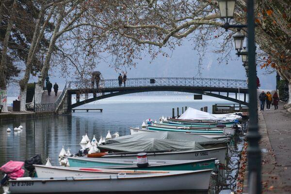 Мост влюбленных в городи Анси