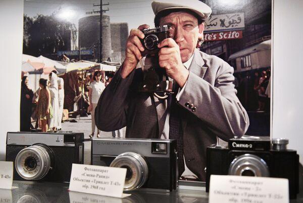 Экспозиция фотоаппаратов в музее киноконцерна Мосфильм в Москве