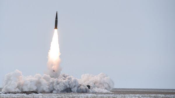Пуск баллистической ракеты ОТРК Искандер-М