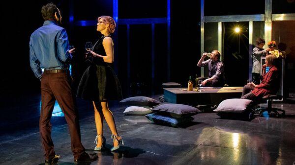 Сцена из спектакля Проблема в Российском академическом Молодежном театре