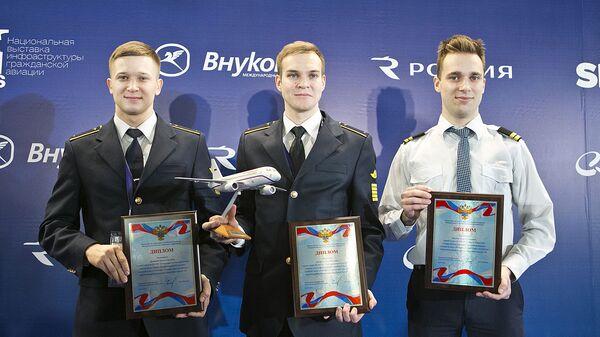 В Москве подвели итоги конкурса профессионального мастерства среди пилотов лайнеров Superjet 100 Лучший в небе