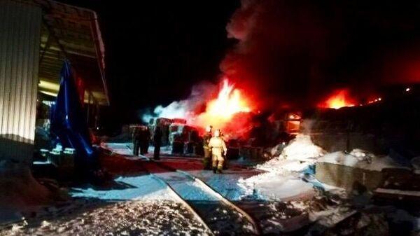 Пожар на складе в промзоне в Кургане