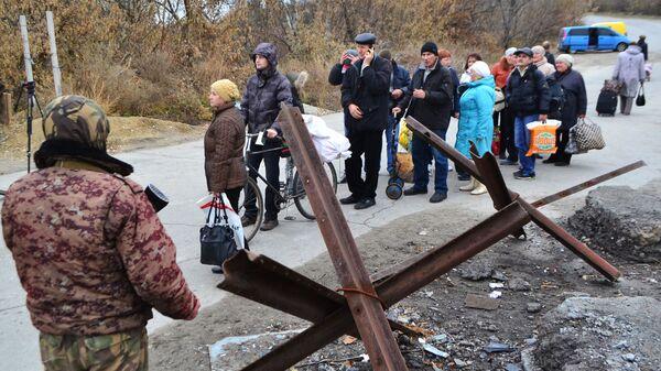 Пункт пропуска в населенном пункте Станица Луганская на линии разграничения Украины и ЛНР