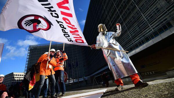 Металлурги перед зданием Европейской комиссии в Брюсселе