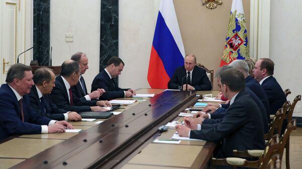 Песков рассказал о темах, которые Путин обсудил с Совбезом