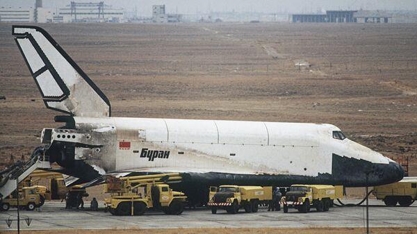 Орбитальный корабль Буран после приземления