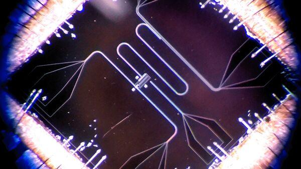 Сверхпроводящий квантовый кубит