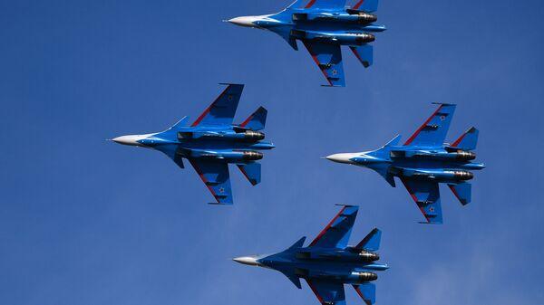 Пилотажная группа Русские витязи на многоцелевых истребителях Су-30СМ