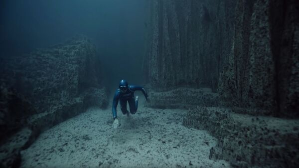 Кадр из видео One Breath Around The World автора Guillaume Néry