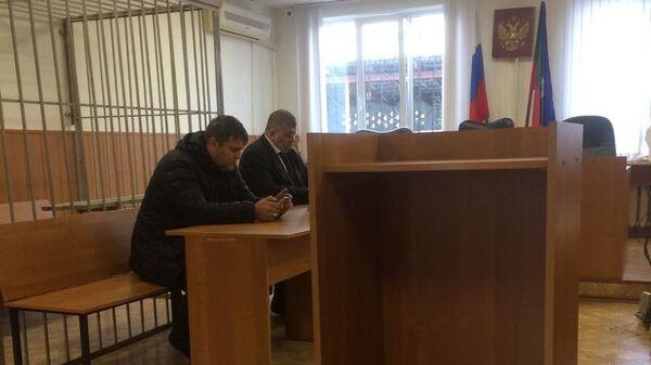 Дмитрий Левенко вместе с адвокатом в суде