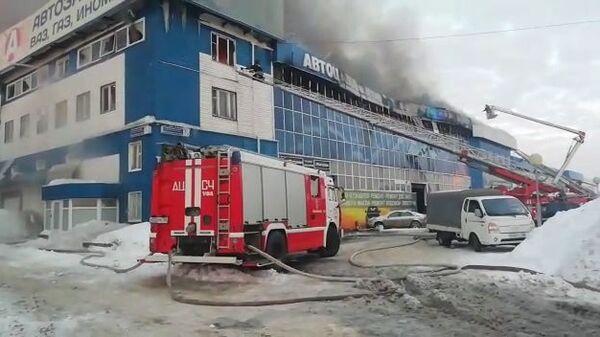 Пожар в здании автоцентра в Уфе. 12 февраля 2019