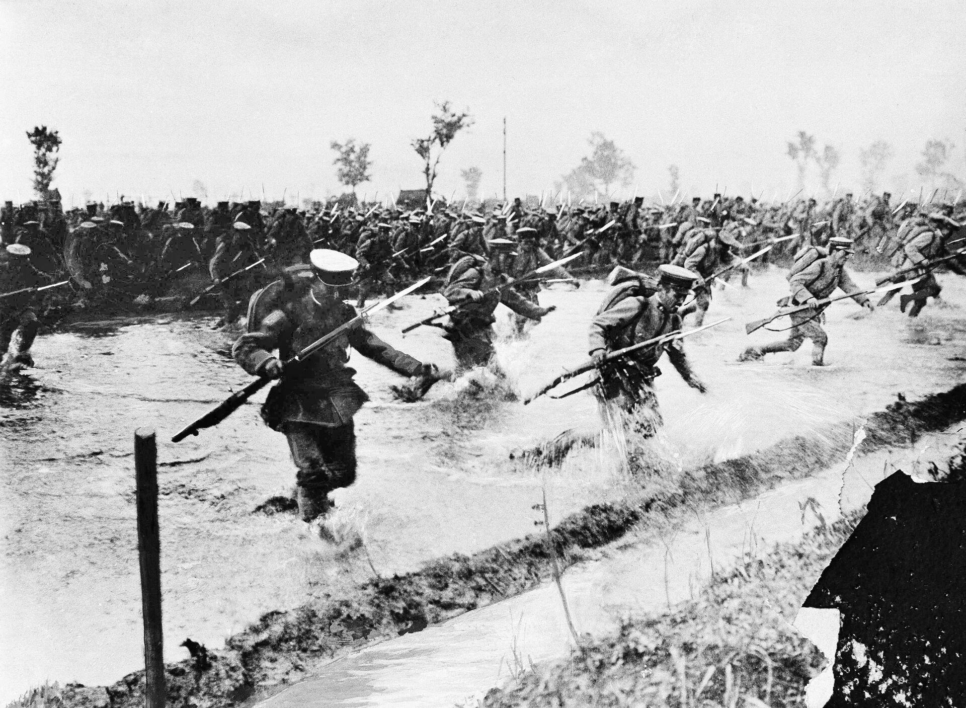 Наступление японской пехоты на русские линии в Азии, 1904 год  - РИА Новости, 1920, 14.10.2020
