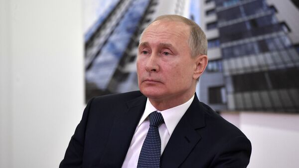 Президент РФ Владимир Путин во время встречи с представителями общественности по вопросам реализации национального проекта Жилье и городская среда