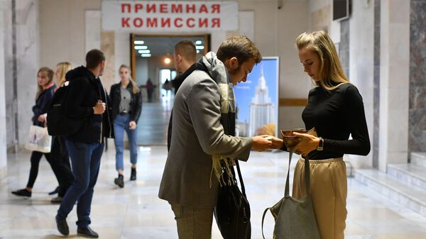 Студенты в одном из корпусов филиала Московского государственного университета имени М. В. Ломоносова в городе Севастополе