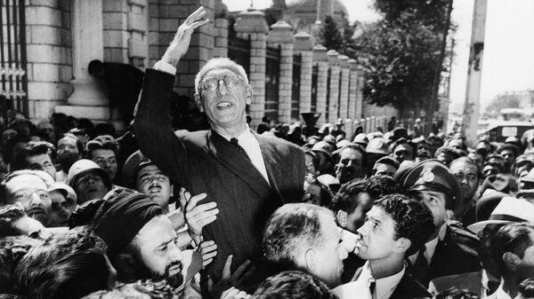 Мохаммед Мосаддык на площади Меджлиса в Тегеране. 27 сентября 1951
