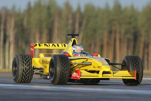 Владимир Путин опробовал в Ленинградской области болид Формулы-1