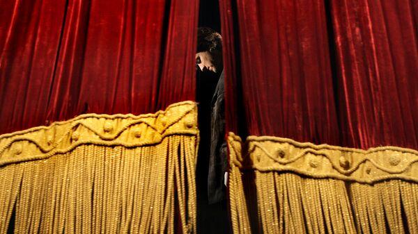 Театральный занавес