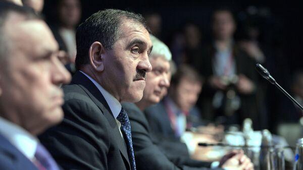 Глава Республики Ингушетия Юнус-Бек Евкуров во время круглого стола