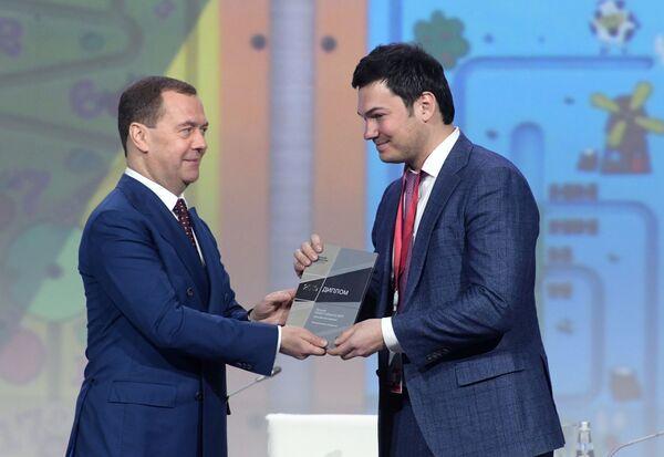 Председатель правительства РФ Дмитрий Медведев принимает участие в церемонии награждения лауреатов конкурса Премия развития
