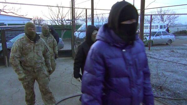 Сотрудники ФСБ РФ во время операции по задержанию членов террористической организации Хизб ут-Тахрир аль-Ислами* в Крыму