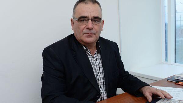 Чеченский писатель Руслан Закриев, утверждающий что режиссер Аватара Джеймс Кэмерон использовал в основе киносценария Аватара его роман Секретное оружие