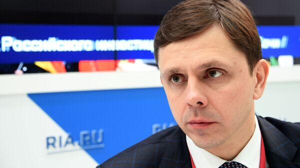 Губернатор Орловской области Андрей Клычков на стенде МИА Россия Сегодня на Российском инвестиционном форуме в Сочи