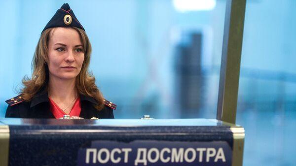 Сотрудница линейного отела транспортной полиции аэропорта Внуково