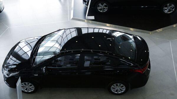 Автомобили Hyundai Solaris в дилерском центре