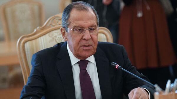 Министр иностранных дел России Сергей Лавров во время встречи в Москве с ответственным за иностранные дела Омана Юсефом бен Аляви