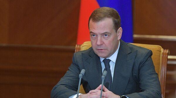 Председатель правительства РФ Дмитрий Медведев проводит совещание о переходе на новую систему обращения с твердыми коммунальными отходами