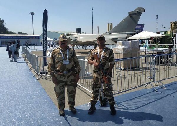 Индийские военнослужащие на выставке Aero India в Бангалоре