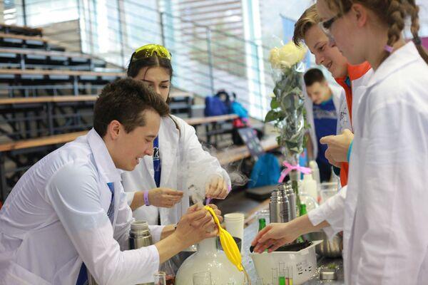 Научные опыты на Всероссийском фестивале АртСайнс в Артеке