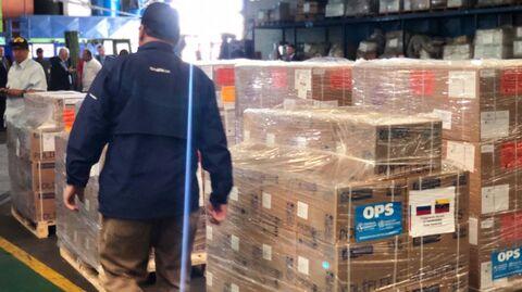 Коробки с медикаментами и медицинским оборудованием, переданные Россией Венесуэле, в аэропорту Каракаса