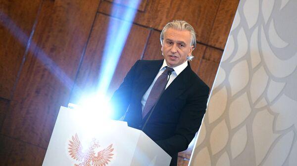 Александр Дюков выступает на внеочередной отчетно-выборной конференции РФС