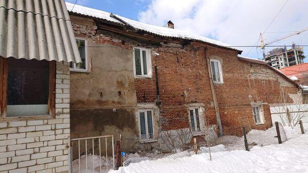 В центре Саратова обрушилась стена жилого дома. 22 февраля 2019