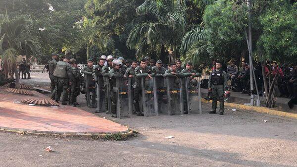 При попытке доставить гумпомощь вВенесуэлу пострадали 335 человек