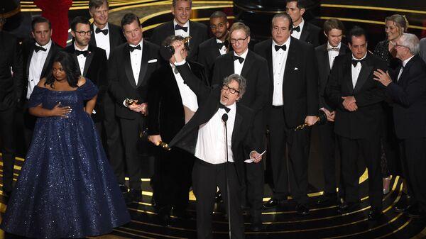 Питер Фаррелли и съемочная группа фильма Зеленая книга на церемонии вручения наград премии Оскар-2019