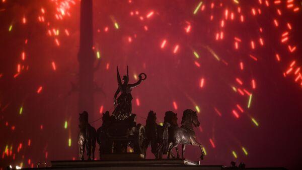 Салют на Поклонной горе в Москве