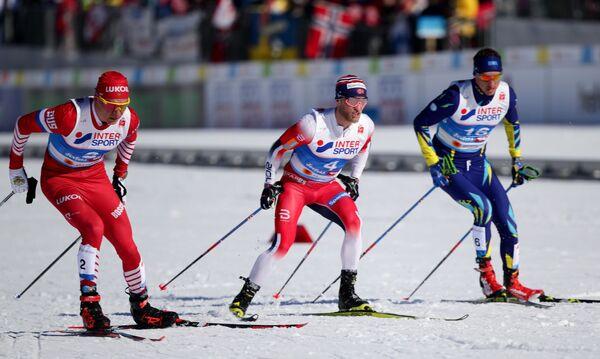 Александр Большунов, Мартин Сундбю и Алексей Полторанин (слева направо) в скиатлоне